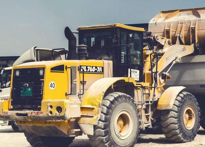 Immagine di una draga identificativa del pulsante batterie di avviamento mezzi pesanti
